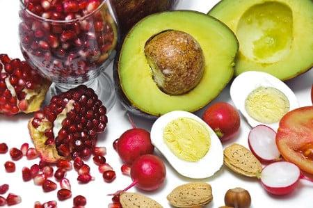 nsse eier avocados und frchte auf weiem grund fettsuren - Ungesattigte Fettsauren Beispiele